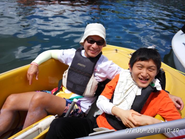 本校自2016-2017學年起,與「航能」Sailability Hong Kong 合作,透過合資格教練帶領老師、家長和義工,陪同有特殊需要的學生於西貢白沙灣遊艇會坐上小帆船(Dinghy) ,以一對一的方式揚帆出海,透過活動讓學生感受海洋,擴闊生活經驗。活動舉辦至今踏入第二年,部份家長更接受培訓並加入義工水手行列,協助校內其他學童參與此寶貴航程。