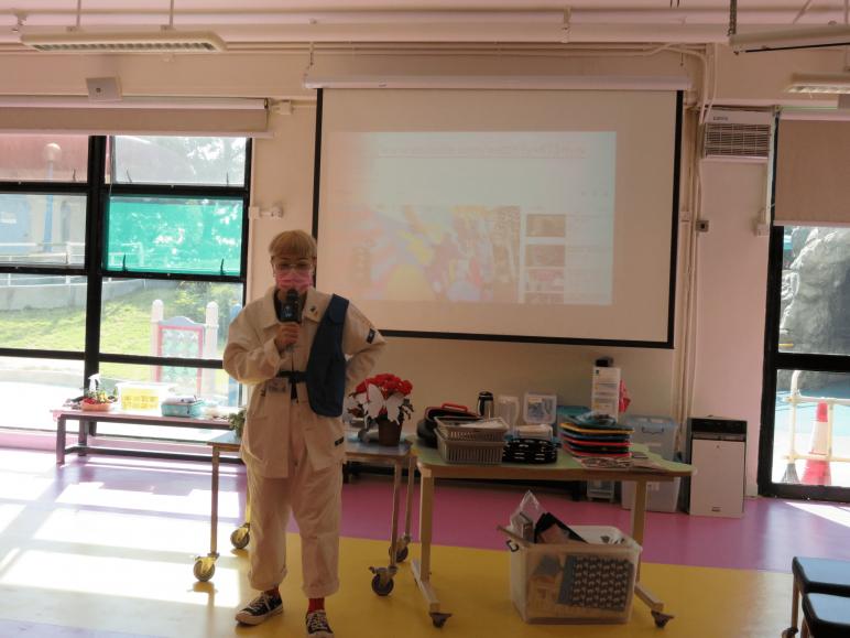 聯校藝術展藝行者之旅邀得著名藝術家ZOIE LAM於2020年11月7日到校進行交流活動,並與學童一同進行蝴蝶創作。